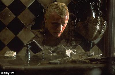 Rutger Hauer spielt einen der Nexus-Replikanten in Blade Runner.